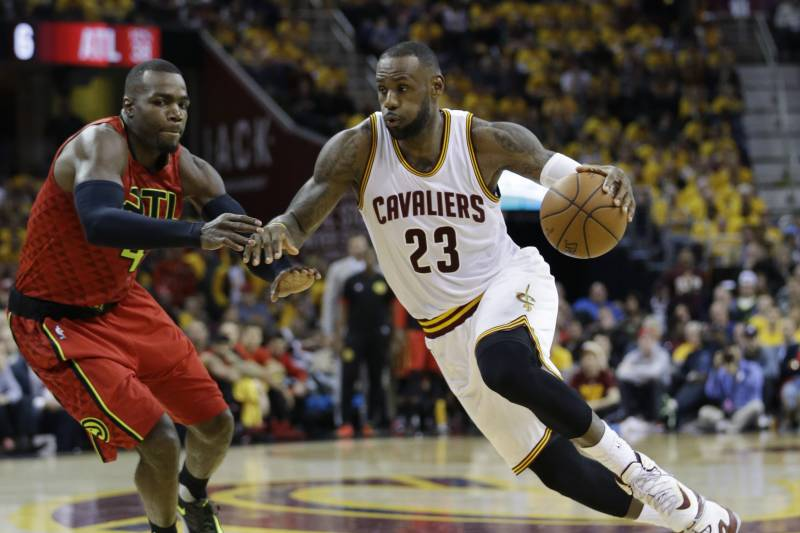 a10c744fcebf Hawks vs. Cavaliers  Game 1 Score and Twitter Reaction from 2016 NBA  Playoffs