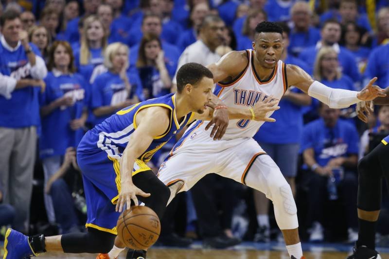 654f6694042 Golden State Warriors guard Stephen Curry (30) tries to drive around  Oklahoma City Thunder