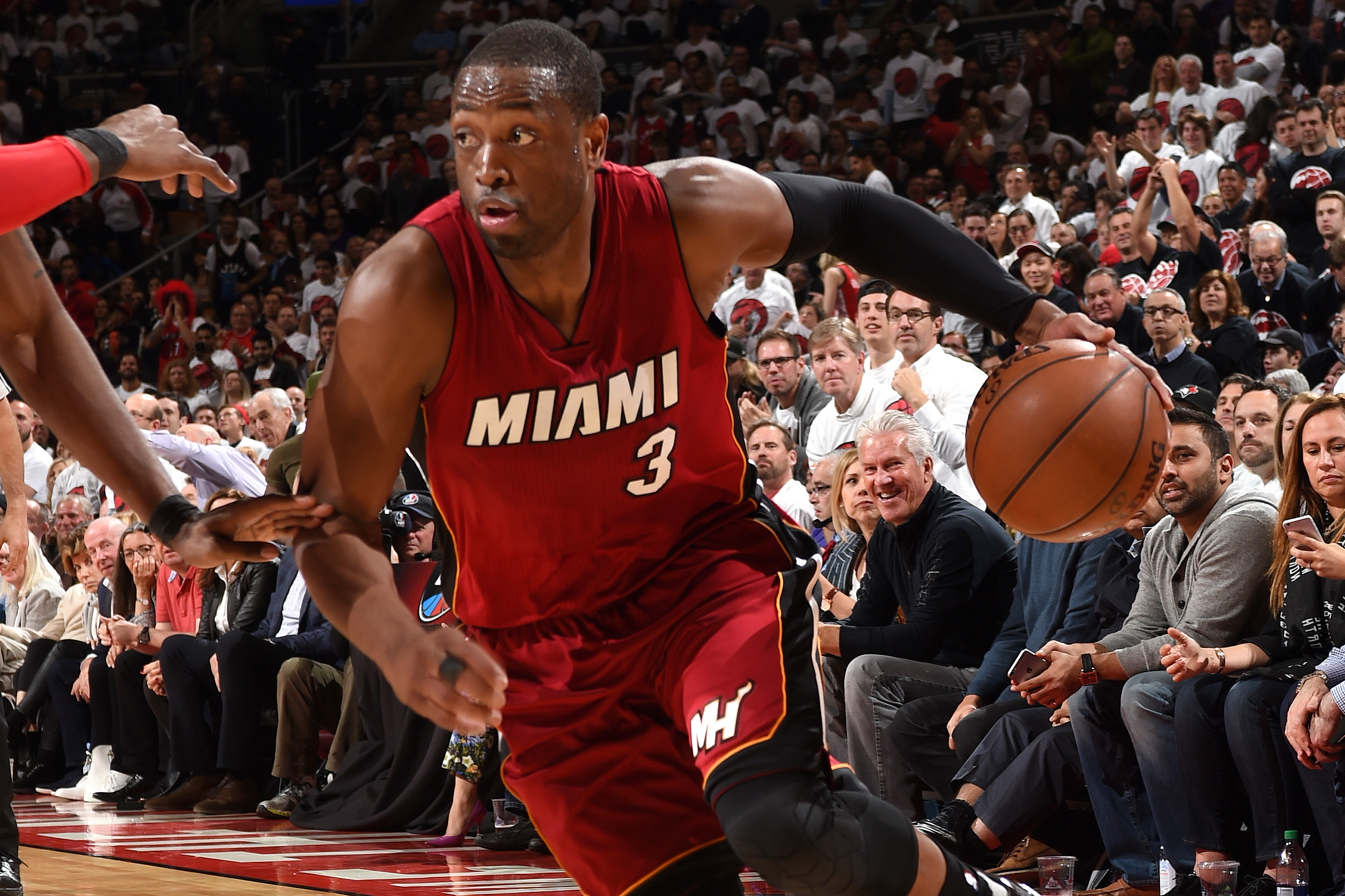 sale retailer e9f69 2f22c Dwyane Wade's Message to Miami Heat Is Clear: Loyalty Is a 2 ...