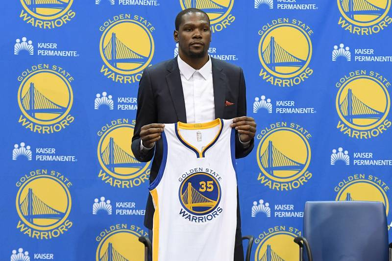 watch 815f7 b5d84 Kevin Durant to Warriors  Latest Contract Details, Comments and Reaction