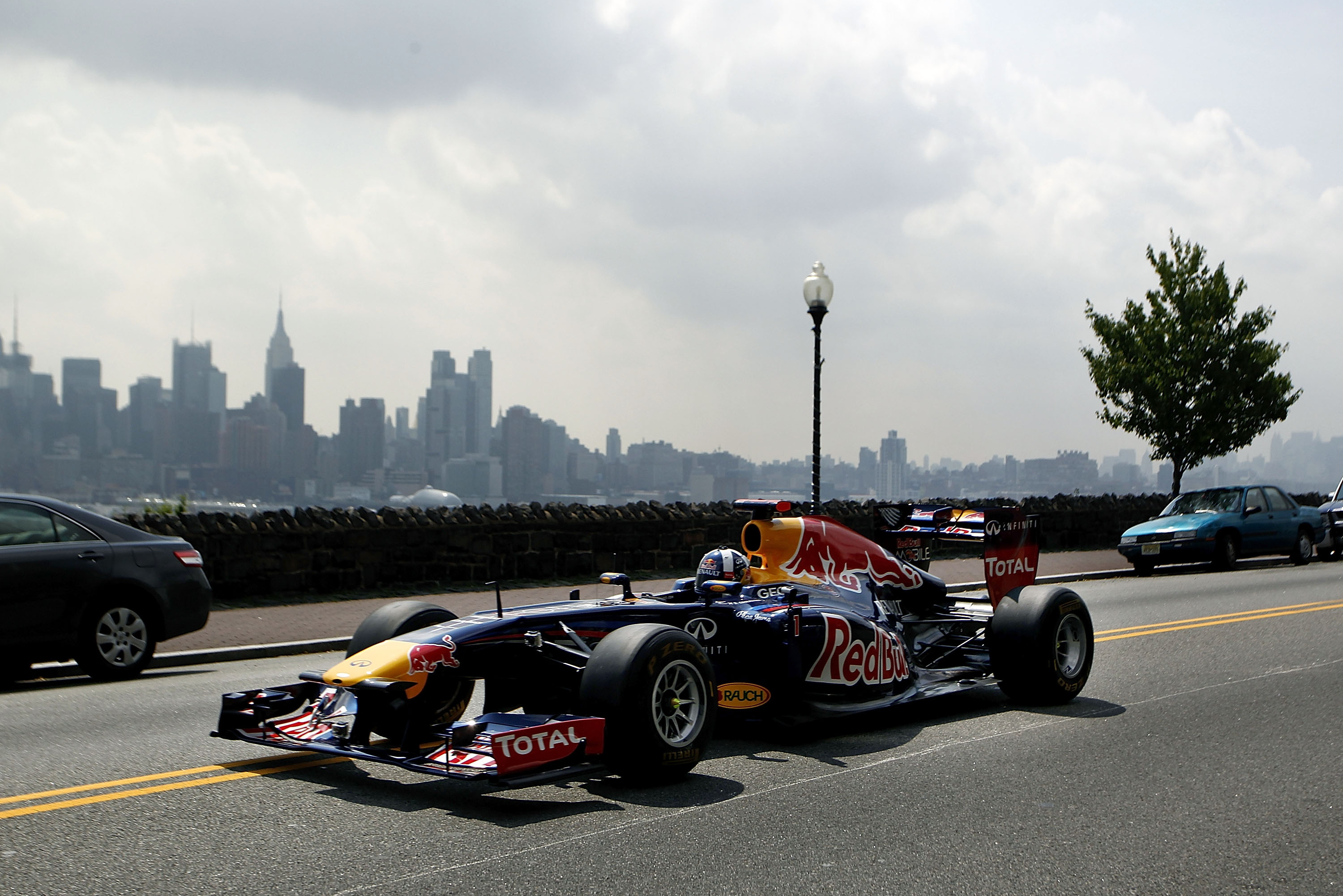 super popolare 4be49 b7200 Early-Morning Formula 1 Watch Party in New York Shows ...