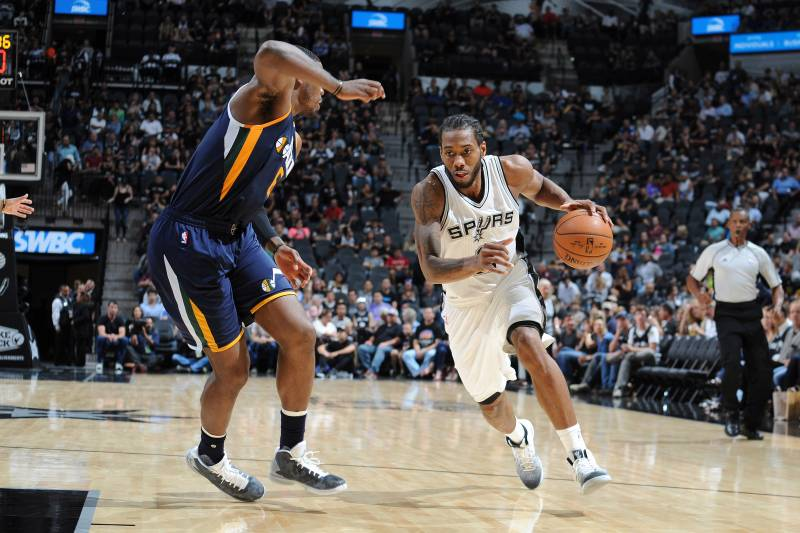 760acf89a4bc Spurs 2-Way Star Kawhi Leonard Has Quietly Become an Iso Stud Too ...