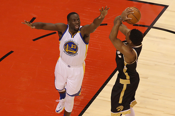 d104321e79ae TORONTO - NOVEMBER 16  Draymond Green  23 of the Golden State Warriors  guards against
