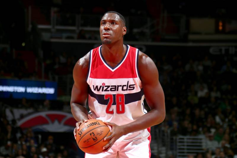 dd8e5a9fbad7 Ian Mahinmi Injury  Wizards Center to Miss 6 Weeks While Undergoing PRP on  Knees