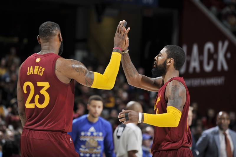 02c1b3d551e4 Warriors vs. Cavaliers  Score and Twitter Reaction from Christmas ...