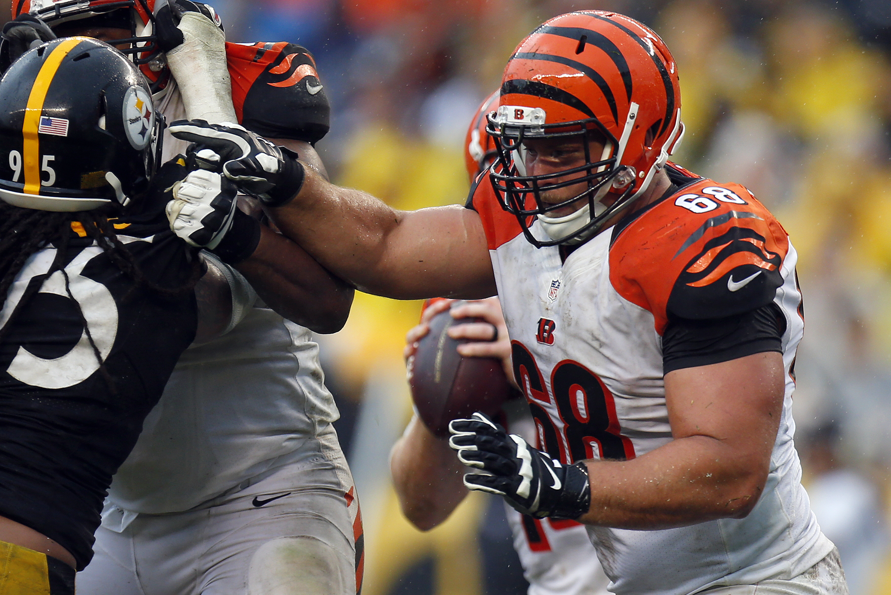 pretty nice f22ea b58f4 Kevin Zeitler Signs Contract with Cleveland Browns ...