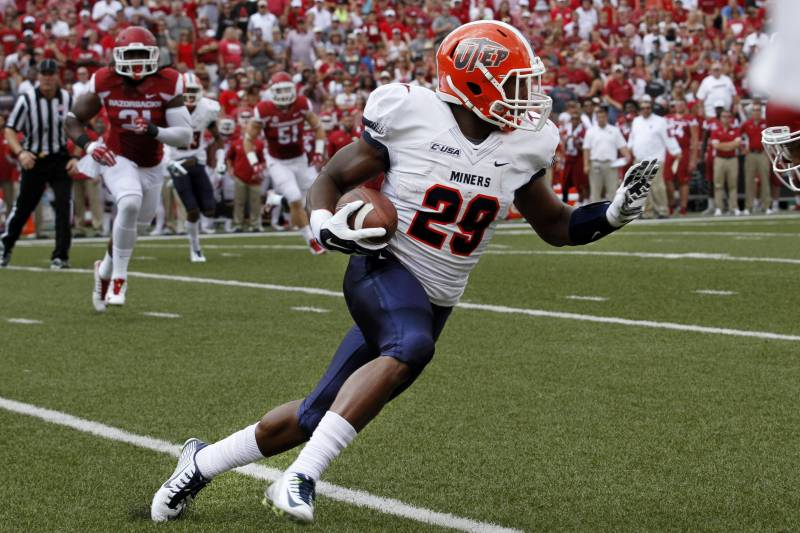 Aaron Jones playing football for the UTEP Miners.