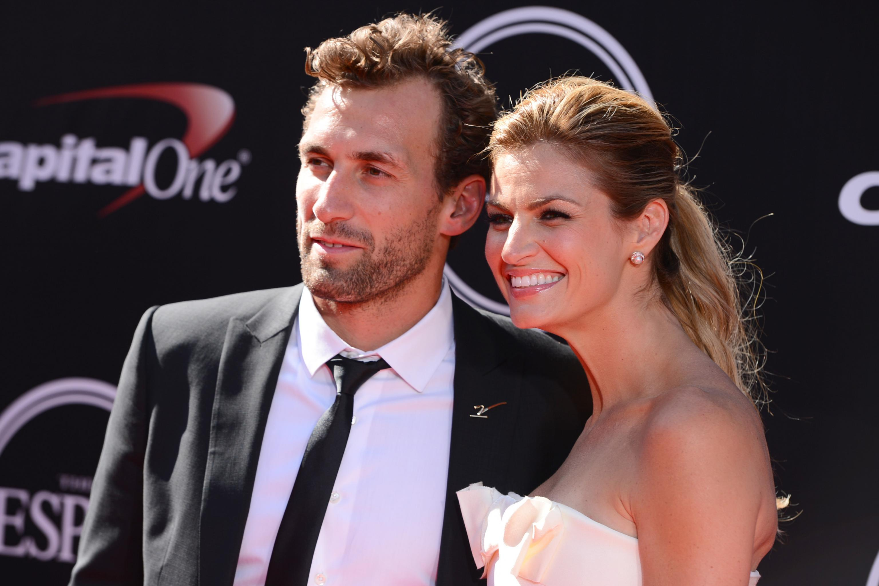 Erin Andrews Wedding.Erin Andrews Marries Former Nhl Star Jarret Stoll In Montana Wedding