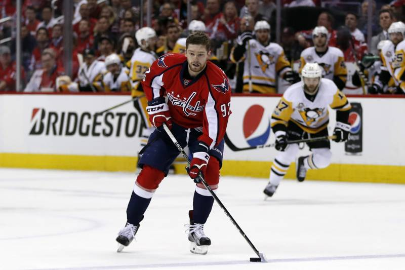 ef8443b6981 Evgeny Kuznetsov Re-Signs with Capitals on 8-Year