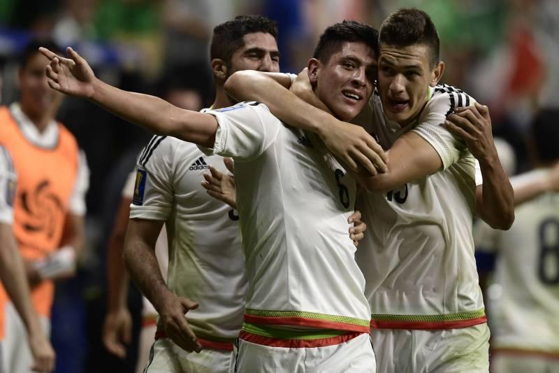 4874fb46e Edson Alvarez (L) of Mexico celebrates with teammate Cesar Montes (R) after