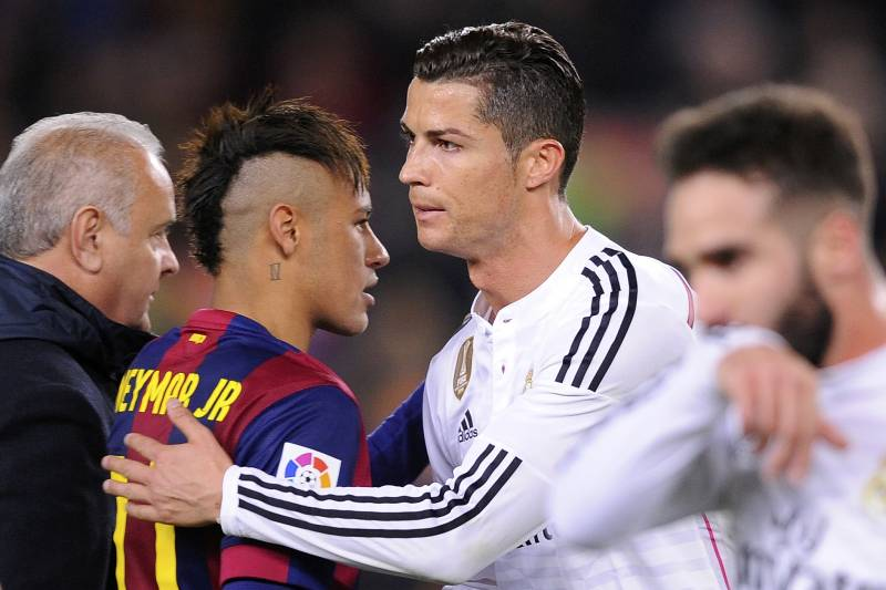 Real Madrid's Cristiano Ronaldo, centre right, pats Barcelona's Neymar on the back at the end of a Spanish La Liga soccer match between FC Barcelona and Real Madrid at Camp Nou stadium, in Barcelona, Spain, Sunday, March 22, 2015. (AP Photo/Manu Fernandez)