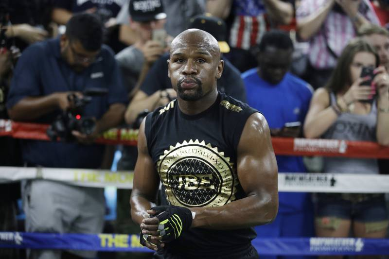 Floyd Mayweather Jr. trains at his gym Thursday, Aug. 10, 2017, in Las Vegas. Mayweather is scheduled to fight Conor McGregor Aug. 26 in Las Vegas. (AP Photo/John Locher)