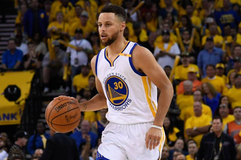 Hi Res Crop North 70 Center Top Warriors Star Steph Curry Respects