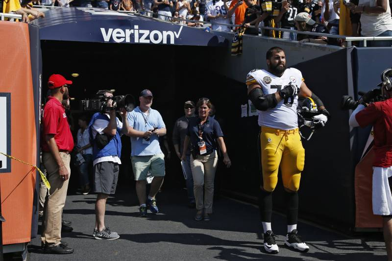 dddfcc8c CHICAGO, IL - SEPTEMBER 24: Alejandro Villanueva #78 of the Pittsburgh  Steelers stands