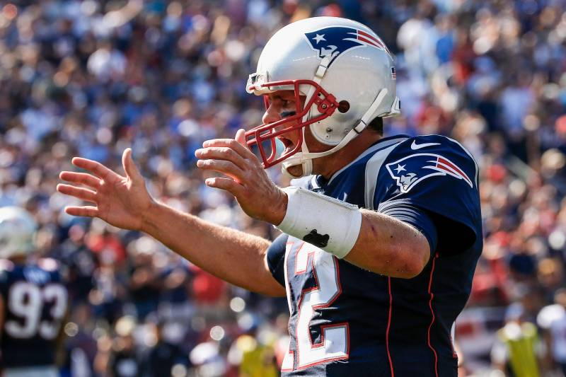 71ab606f Tom Brady Ties Brett Favre, Peyton Manning for Most Regular-Season ...