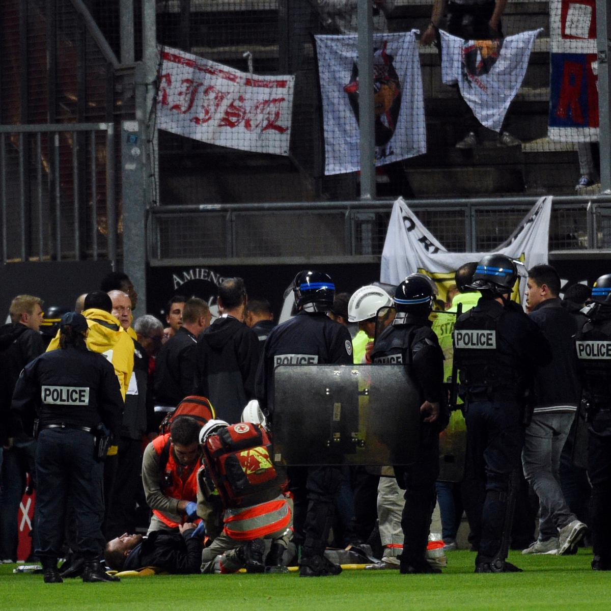 Amiens vs lille abandoned after stand barrier collapses for Stand lille