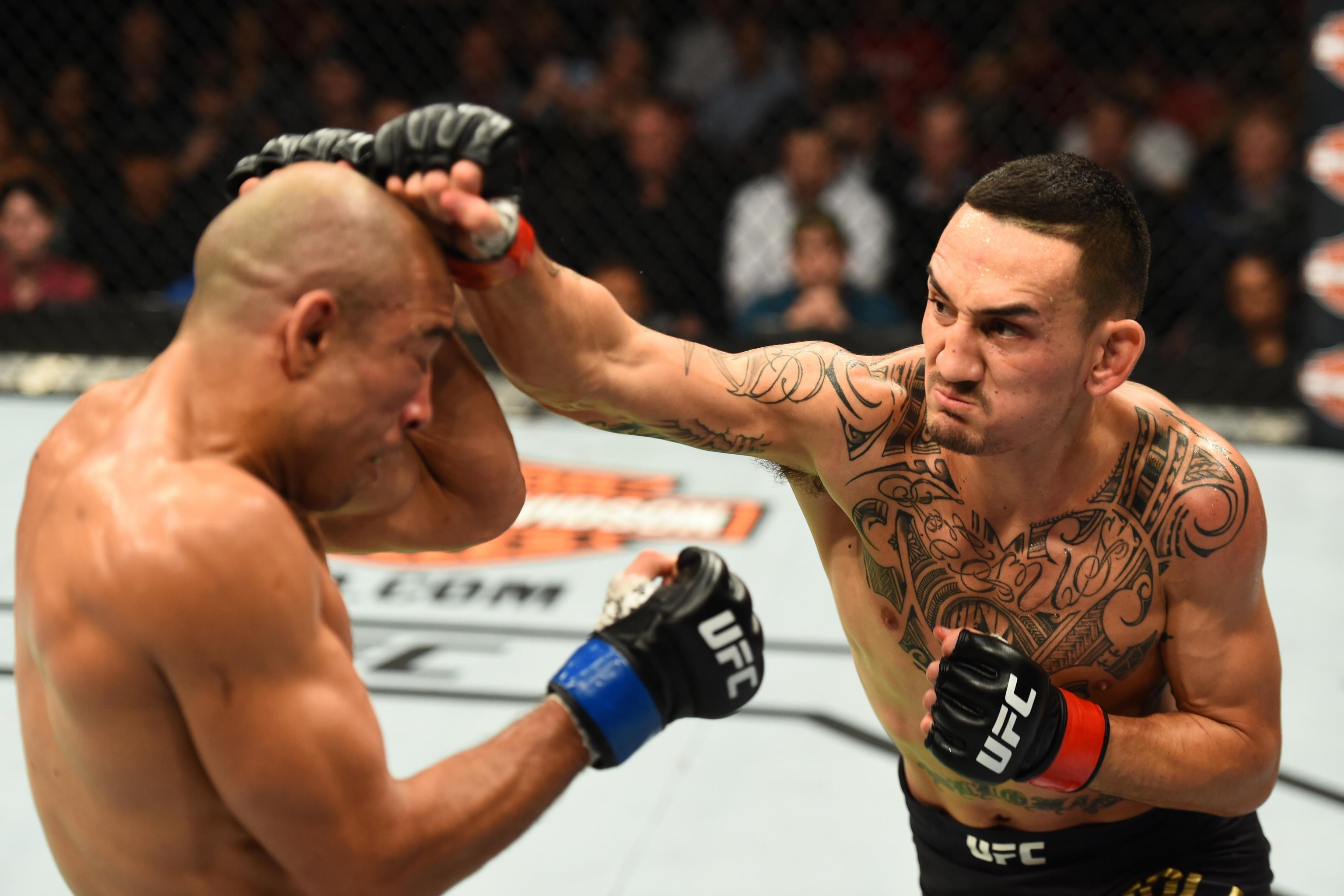 Max Holloway bat Jose Aldo via TKO de 3e ronde à l'UFC 218 |  Rapport Bleacher |  Dernières nouvelles, vidéos et faits saillants
