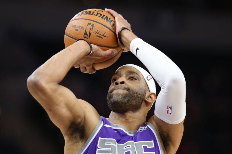 ae442e8e89c8e2 Vince Carter on Potential Return to Raptors   It s Supposed to ...