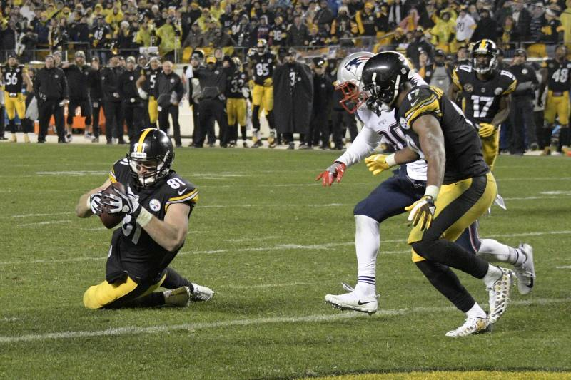 6e1a4ee5 NFL's Asinine Catch Rule Spoils a Classic Between the Steelers and Patriots