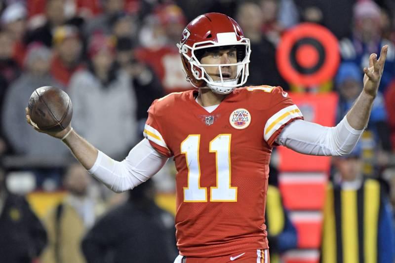5ff91100416 Kansas City Chiefs quarterback Alex Smith (11) gestures during the first  half of an