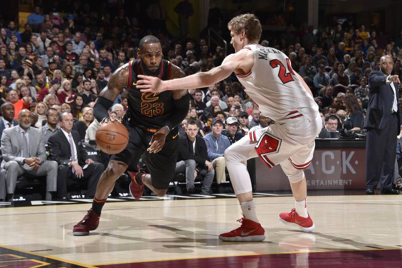 a8be1f61853b LeBron James Scores 34