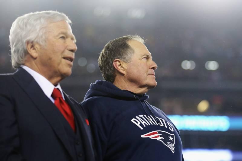Robert Kraft (gauche), Bill Belichick (droite)