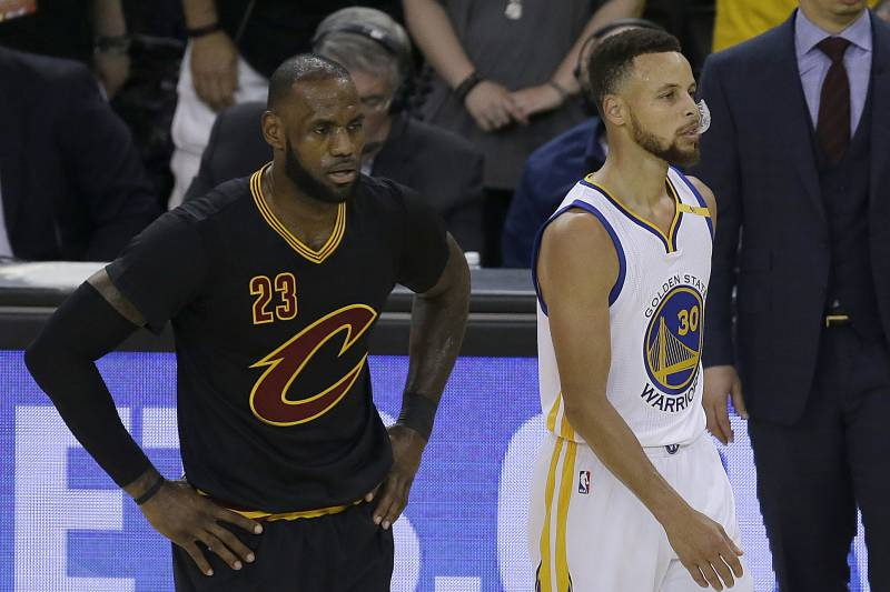 1a0a278c3007 Cleveland Cavaliers forward LeBron James (23) and Golden State Warriors  guard Stephen Curry (