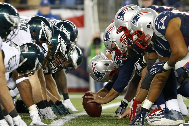 The Patriots line up on Offense across from the Eagles defensive line.