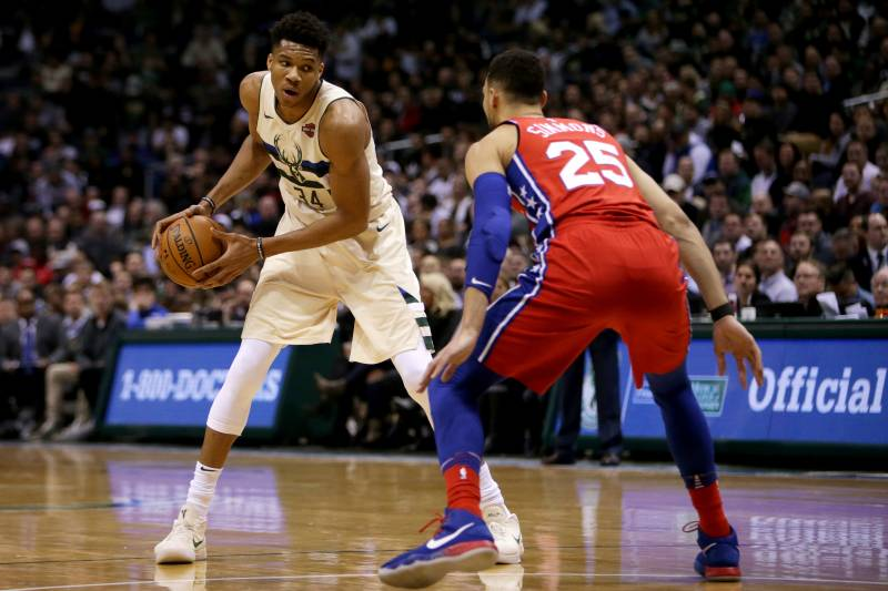 37cdd2971 Giannis Antetokounmpo s Big Night Lifts Bucks Past 76ers Without ...