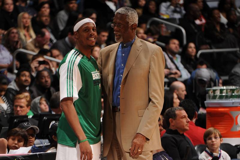 innovative design 161a4 69a72 Bill Russell Congratulates Paul Pierce Before Celtics Jersey ...