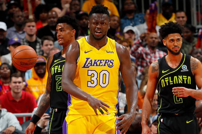 7f8505fc5a2 ATLANTA, GA - FEBRUARY 26: Julius Randle #30 of the Los Angeles Lakers