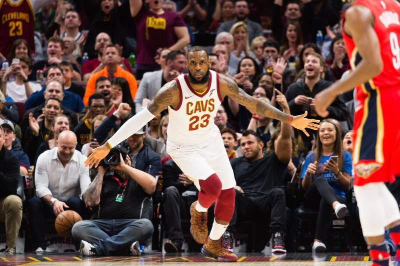 737e0eba73a LeBron James Breaks Michael Jordan Record as Cavs Beat Anthony Davis ...