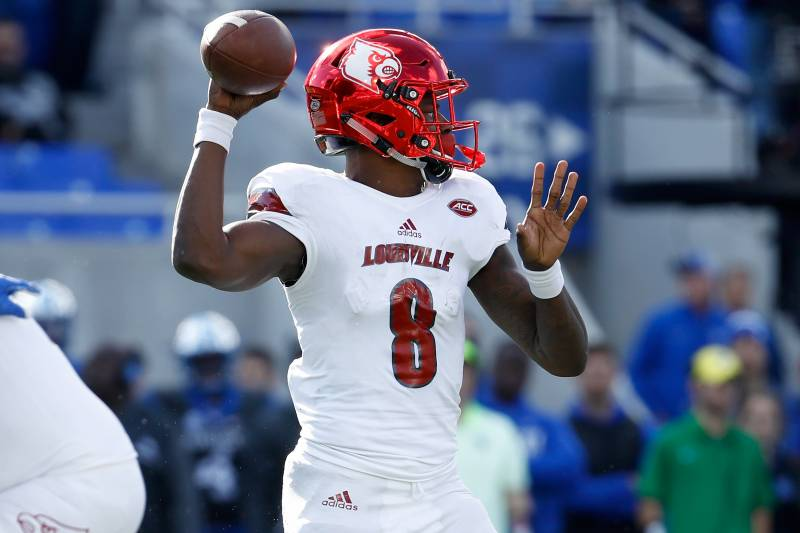 new arrival ed3a7 bb338 NFL OC: Lamar Jackson 'Will Not Be Able to Play' QB at Pro ...