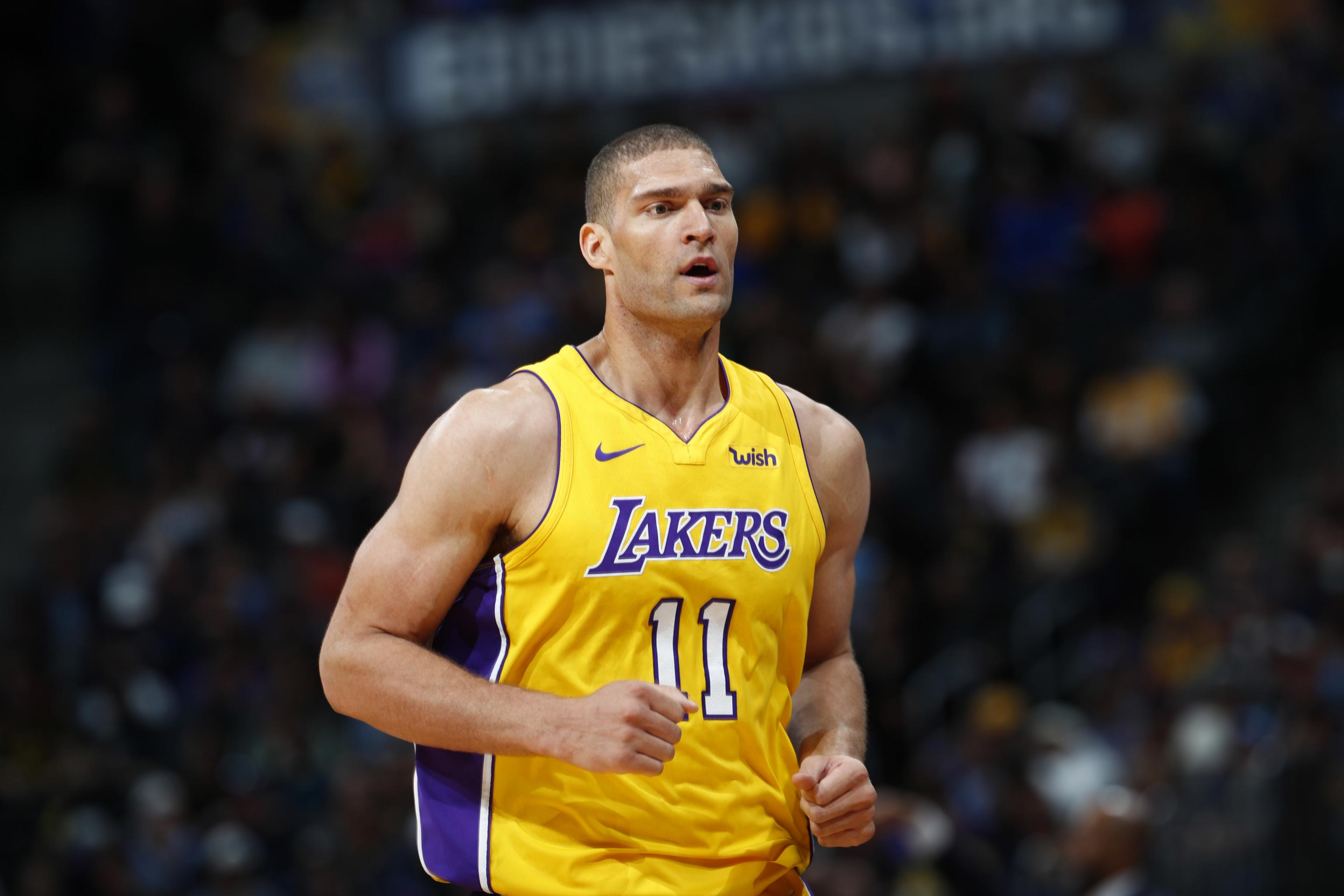 super popular e097e 9f523 Report: Brook Lopez Agrees to Bucks' 1-Year Contract After 1 ...
