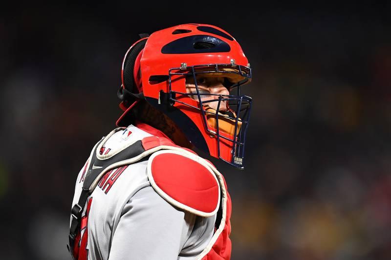 Cardinals' Yadier Molina to Undergo Knee Surgery