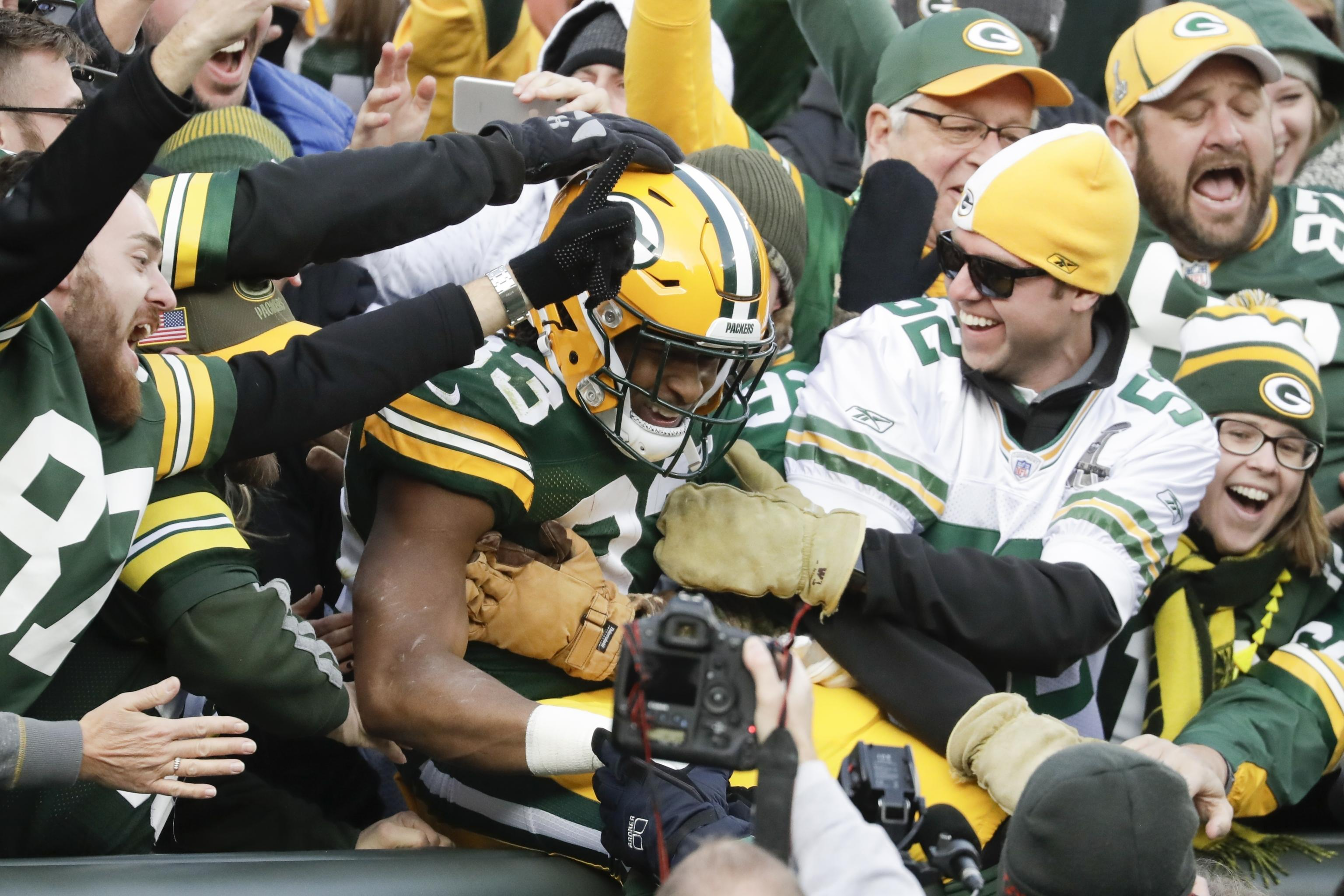 Aaron Jones Surprised To Hear Act Of Kindness In Airport Went Viral Bleacher Report Latest News Videos And Highlights