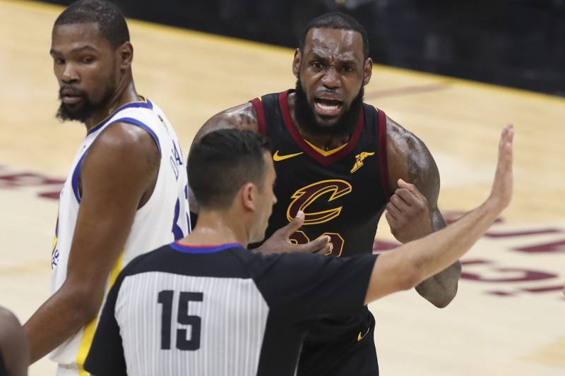 b7eefffa5f4 Cleveland Cavaliers  LeBron James argues a call with referee Zach Zarba  (15) during