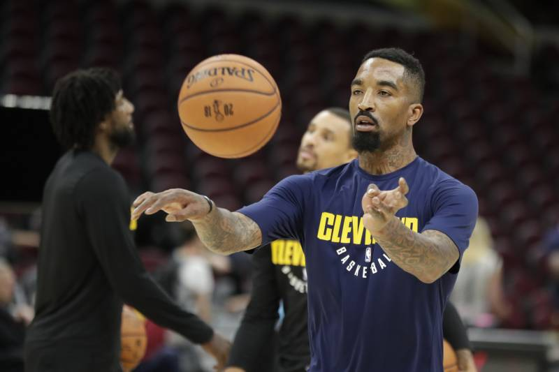Cleveland Cavaliers guard JR Smith (5) makes a pass as the team practiced  basketball s a9630c784