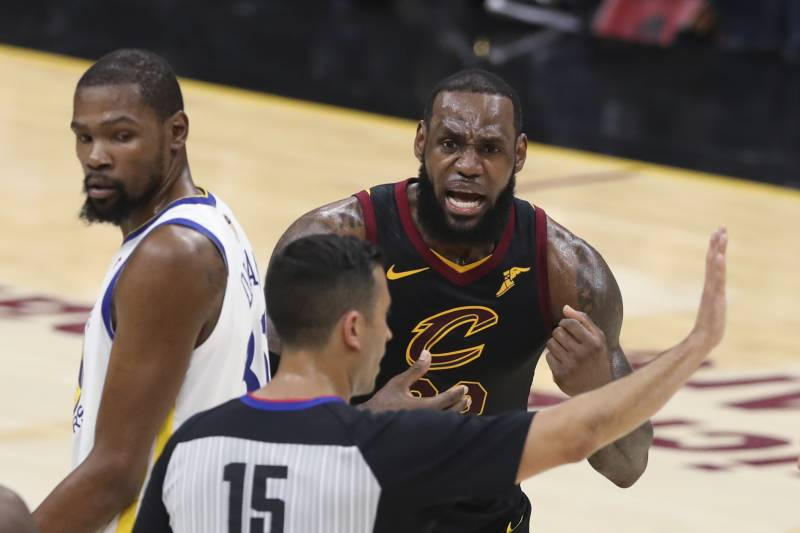 d08f35e6317 Cleveland Cavaliers  LeBron James argues a call with referee Zach Zarba  (15) during