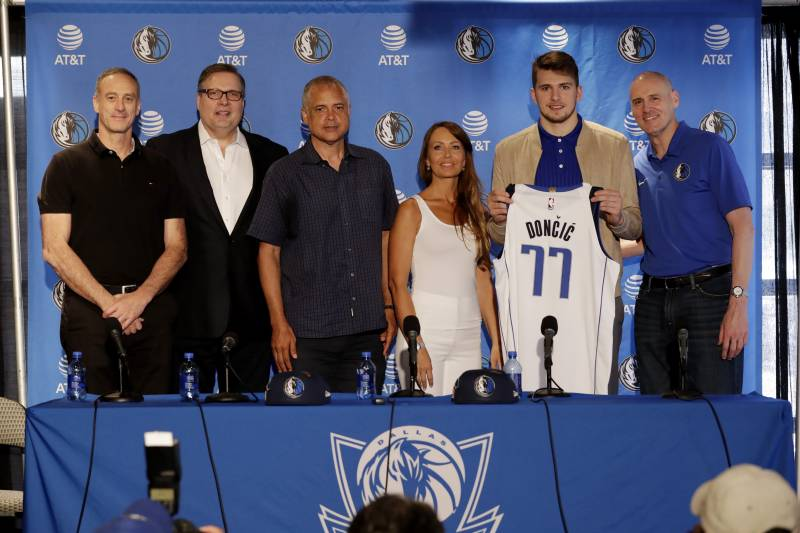 81aac22f3ca Luka Doncic Agrees to Rookie Contract with Mavericks