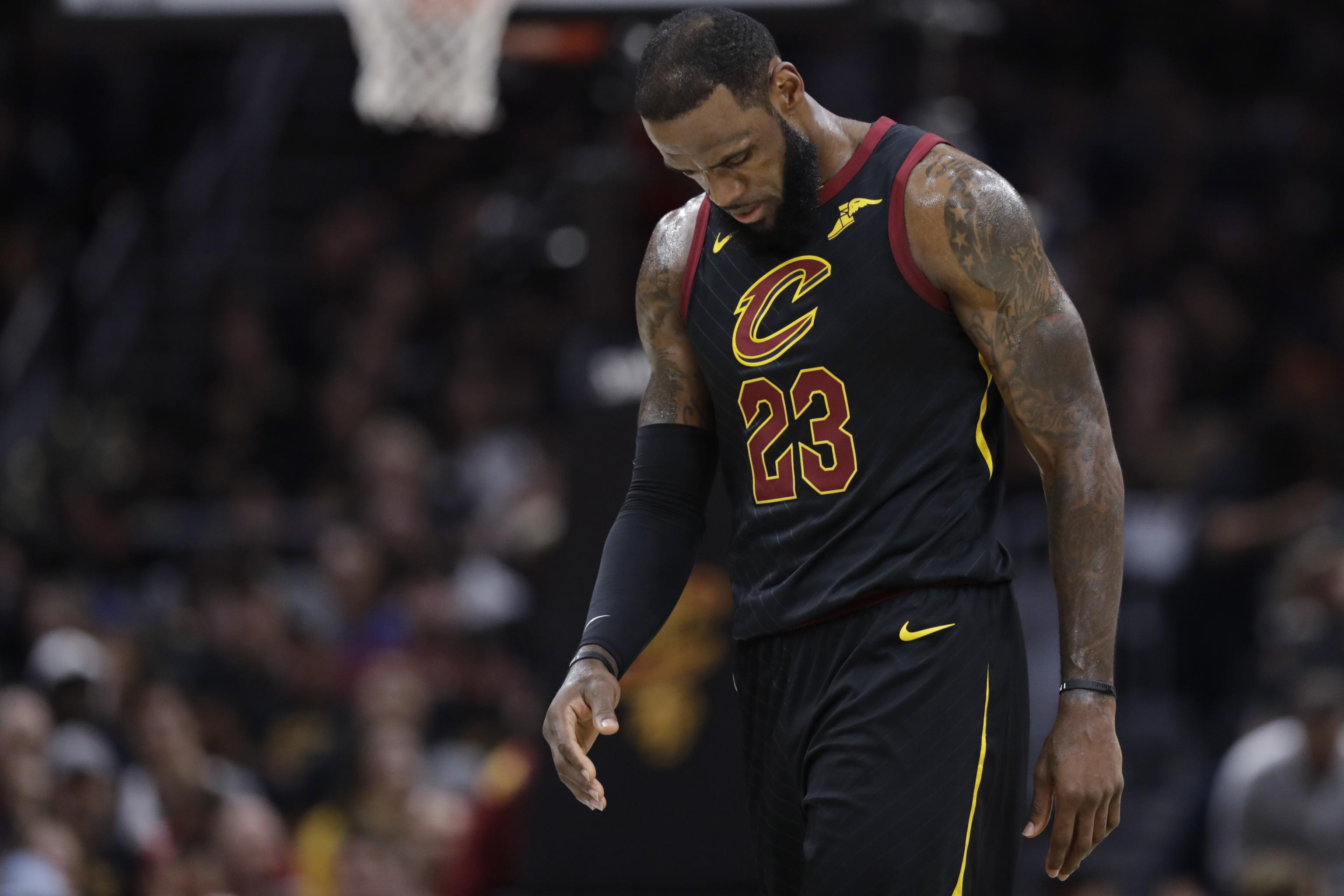 830bfdf6cb52 LeBron James Free-Agency Odds  Lakers Heavy Favorites to Land Superstar