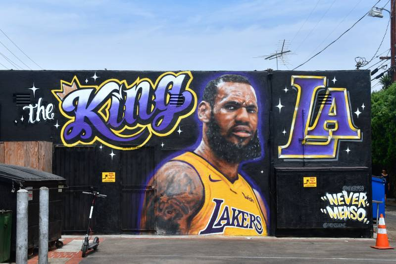 3da6b658b A mural of LeBron James in a Los Angeles Lakers jersey is viewed in Venice,