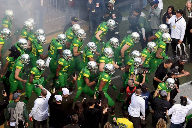 promo code 318a2 04d1f Oregon Football Drops New Uniform Combinations for 2018 ...