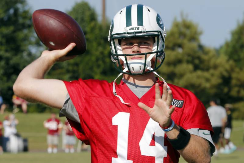 41aaf74344a New York Jets quarterback Sam Darnold (14) warms up during the New York Jets