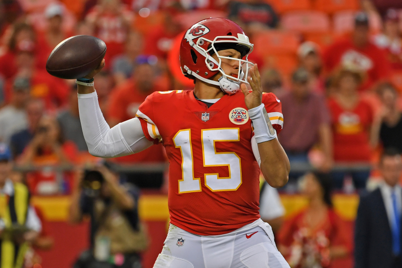 Report: Chiefs QB Patrick Mahomes' Knee Injury Diagnosed as Dislocated Kneecap