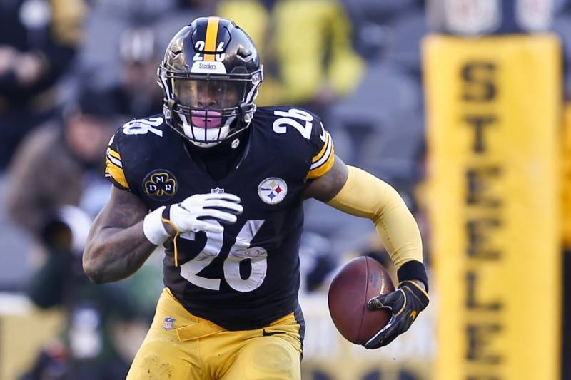 edfbcbed6bfd Pittsburgh Steelers running back Le Veon Bell (26) plays in an NFL football