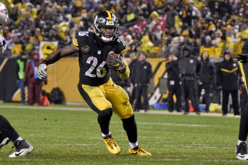 acb3c174fdb Pittsburgh Steelers running back Le Veon Bell (26) runs the ball against the