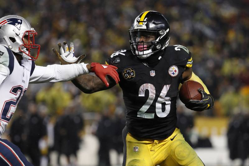 a911dcd41 Pittsburgh Steelers running back Le Veon Bell runs against the New England  Patriots during an