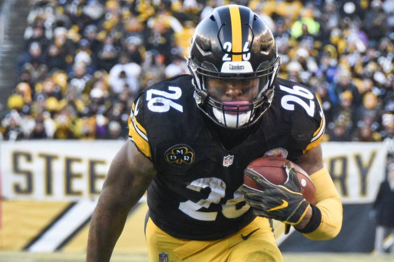 949231bd568 Pittsburgh Steelers running back Le Veon Bell (26) plays in an NFL football