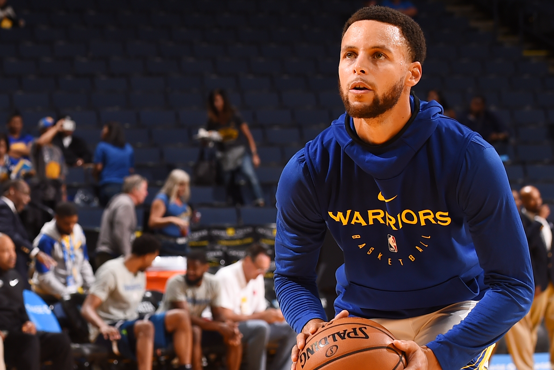 Stephen Curry Hits Wild No Look Half Court Shot During Warriors Practice Bleacher Report Latest News Videos And Highlights